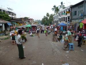 looking back down street from Shwedagon